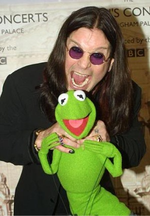 Ozzy Mistakes Kermit For A Marzipan Cupcake, Tries To Eat Him